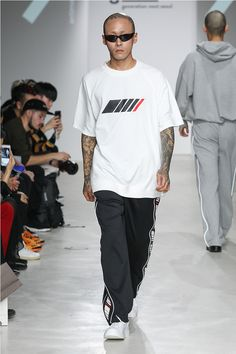 """ANTIMATTER unveiled its Spring/Summer 2018 """"BIT & BEAT"""" collection, during Seoul Fashion Week."""
