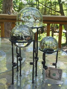 Awesome Set Of 3 Graduated Crystal Balls With Air Bubbles Paperweight U0026 Gazing  Ball Stands