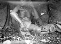 File:Photo of Kamaistit Inside a Sweat Lodge - Waterhen River Cree, Northern Saskatchewan Native American Children, Native American Pictures, Indian Pictures, Native American History, Native American Indians, Native Americans, Apache Indian, Sweat Lodge, Western Canada