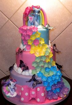 My little pony used to be my childhood favorite and I have grown to see my children love them as much. For some ideas on my little pony party cake, read the. My Little Pony Party, Fiesta Little Pony, Pretty Cakes, Cute Cakes, Beautiful Cakes, Torta Candy, Foto Pastel, 4th Birthday Cakes, Girl Birthday