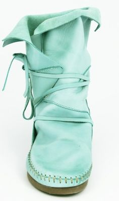 """Ibiza Kleding: Akha Boots leer  In my jargon, this is a """"fomoc"""" boot - I wish I could see the pieces that form the boot leg a little better, but basically it's an easy style to duplicate."""