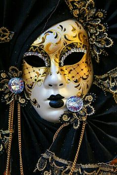 Master of disguise: a Venetian mask NIce detail, lots of cool colours, a pontential canidate for project by vera Venetian Carnival Masks, Mardi Gras Carnival, Carnival Of Venice, Venetian Masquerade, Masquerade Party, Masquerade Masks, Harlequin Mask, Venitian Mask, Costume Venitien