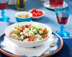 De Griekse salade wordt ook wel een dorpssalade genoemd en als voor-, bij- of…