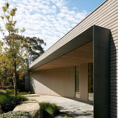 Australian firm Inarc aimed to find a middle ground between luxury and efficiency for this holiday house built beside a seafront golf course. via- architecture, stunning