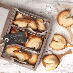 Glückskekse Pretzel Bites, Camembert Cheese, Bread, Food, Food Gifts, Fortune Cookie, Oven, Cookies, Chef Recipes