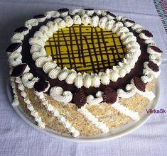 Suroviny 6 ks vajcia 150 g cukor kryštál 250 g múka polohrubá 1 bal.prášok do pečiva 3 PL kakao 6 PL olej 6 PL vlažná voda PLNKA I.: 7 dcl kompót višňový 3 dcl .+doliať vodušťava z kompótu 1 bal.vanilka 1 bal.zlatý klas – krémový prášok PLNKA II.: 500 g mascarpone 250 ml šľahačka 1 bal.stužovač 1 bal.vanillka lekvár