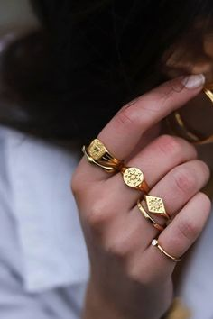 The best signet rings to buy now according to Vogue, featuring brands including Missoma London, Noor Fares and Foundrae. Hand Jewelry, Dainty Jewelry, Cute Jewelry, Gold Rings Jewelry, Gold Bangles, Sterling Silver Rings, Vintage Jewelry, Ring Verlobung, Signet Ring