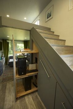 This is a 238 sq. ft. modern tiny house in Chicago, IL. It's designed by Brian Crabb of Viva Collectiv. Please enjoy, learn more, and re-share below. Thanks! 238 Sq. Ft. Modern Tiny House on Wheels…