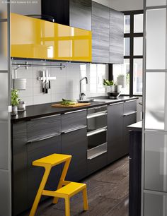 New kitchen accessories modern ideas Ideas Yellow Kitchen Cabinets, Apple Kitchen Decor, Kitchen Decor Sets, Yellow Kitchen Decor, Kitchen Room Design, Kitchen Cabinet Design, Modern Kitchen Design, Kitchen Interior, Kitchen Wood