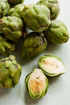 Globe artichokes - I grow these in my perennial vegetables plot. Very easy to grow and very delicious to eat! Fruit And Veg, Fruits And Vegetables, Perennial Vegetables, Salud Natural, Greens Recipe, Shades Of Green, Healthy Choices, Food Styling, Whole Food Recipes