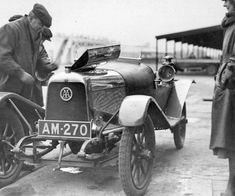 Aston Martin «Coal Scuttle», 1914 - source Another Vintage Point.