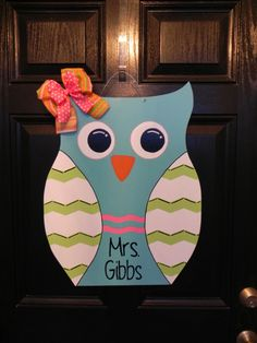Items similar to Wooden Owl Door Hanger on Etsy Owl Door Hangers, Burlap Door Hangers, Owl Crafts, Adult Crafts, Wooden Art, Wooden Signs, Owl Theme Classroom, Wood Owls, Wood Cutouts