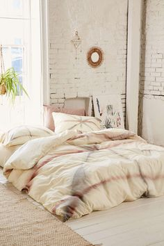 Lar-a. UO New Bedding