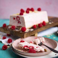 Low-Carb Erdbeere Eistorte Keto, Panna Cotta, Cheesecake, Low Carb, Ethnic Recipes, Desserts, Food, Whipped Cream, Raspberry Ice Cream