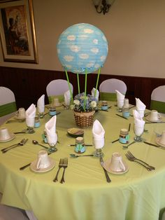 Hot air balloon centerpiece and favors for Lorena's baby shower. I so loved it!!!