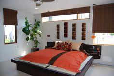 schlafzimmer asiatisches design fensterrollos futon bett orange schwarz