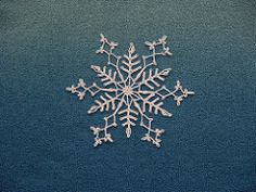 Making crochet snowflakes for Christmas has become a bit of a tradition in my house. They& addictive, easy, fast to make. Crochet Snowflake Pattern, Crochet Stars, Crochet Snowflakes, Thread Crochet, Crochet Motif, Crochet Crafts, Crochet Doilies, Crochet Flowers, Crochet Lace
