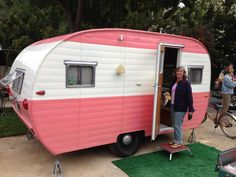 just gotta like the vintage ones! Tiny Trailers, Vintage Campers Trailers, Retro Campers, Vintage Caravans, Camper Trailers, Travel Camper, Travel Trailer Camping, Glam Camping, Camping Life