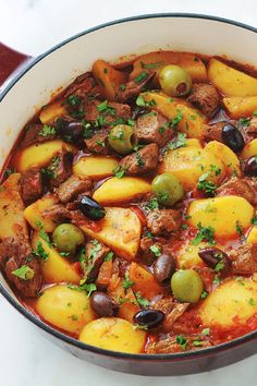 Beef simmered with potatoes, easy recipe-Boeuf mijoté aux pommes de terre, recette facile Beef simmered with potatoes, easy recipe – culinary cuisine - Easy Healthy Recipes, Easy Meals, Healthy Drinks, Beef And Potato Stew, Crockpot Recipes, Cooking Recipes, Juice Recipes, Fried Beef, Gourmet
