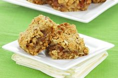 Apple Breakfast Bars - There is no added sugar, fat, or unnecessary preservatives in this wholesome recipe. It's a healthy and delicious way to start the day. Apple Breakfast, Breakfast Bars, Breakfast Ideas, Morning Breakfast, 16 Bars, Oatmeal Bars, No Bake Bars, Thing 1, Healthy Snacks