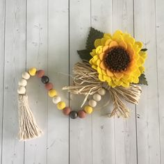 Felt Garland, Wood Bead Garland, Tassel Garland, Diy Garland, Fall Wood Crafts, Autumn Crafts, Felt Flower Wreaths, Felt Flowers, Bee Crafts