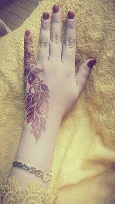New Henna Designs, Hena Designs, Finger Henna Designs, Arabic Henna Designs, Modern Mehndi Designs, Mehndi Design Pictures, Mehndi Images, Henna Tattoo Designs, Henna Mehndi