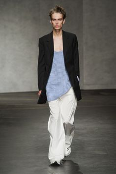London FW S/S 2015 - Xander Zhou See all fashion show at: http://www.bookmoda.com/?p=12336 #summer #SS #catwalk #fashionshow #menswear #man #fashion #style #look #collection #london #fashionweek #xanderzhou