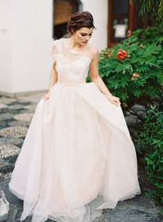 A blush princess: http://www.stylemepretty.com/2014/07/15/ethereal-inspiration-shoot-at-lan-su-garden/ | Photography: Corinne Krogh - http://www.corinnekrogh.com/