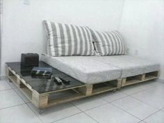 Pallet Furniture Top 28 Insanely Genius DIY Pallet Indoor Furniture Designs That Everyone Must See - Pallets typically we can see on construction sites and warehouses, but also in almost every new apartment. Did you know that old and unusable pallets can Indoor Furniture Design, Outdoor Furniture Inspiration, Ikea Furniture, Furniture Plans, Bedroom Furniture, Furniture Projects, Pallet Sofa Tables, Diy Pallet Couch, Pallet Side Table