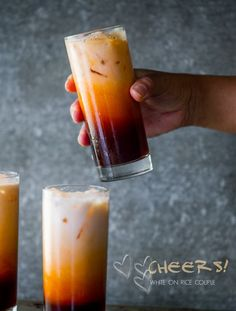 Tea Easy Thai Tea Recipe (Thai Iced Tea) from White On Rice CoupleEasy Thai Tea Recipe (Thai Iced Tea) from White On Rice Couple Non Alcoholic Drinks, Fun Drinks, Yummy Drinks, Healthy Drinks, Yummy Food, Cocktails, Beverages, Thai Tea Recipes, Iced Tea Recipes