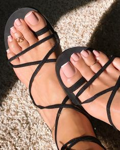 Top Toe Nail Art Ideas For New year 2020 - Spiffy Fashion Pretty Toe Nails, Cute Toe Nails, Cute Toes, Pretty Toes, My Nails, French Tip Toes, French Toe Nails, French Pedicure, Feet Nail Design