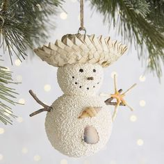 Favourite Coastal Christmas Decorations Style  Perfectly gorgeous for your Christmas decorating ideas and Christmas decor style from the editors of Coastal Lifestyle.  #christmas #christmas2016 #christmastree #christmasdecor #christmasdecorations #ornaments #beachchristmas #xmas #xmas2016 #coastalchristmas