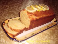 Cake citron  -250g de farine  -170 g de beurre  -130g de sucre  -1 pincée de sel  -3 oeufs  -1/2 sachet de levure  -le zeste de deux citrons  -le jus d'un citron    - Mélanger le beurre ramolli et le sucre en pommade.  - Ajouter les oeufs un à un continuant de remuer.  - Ajouter la farine tamisée et la levure et le sel.   - Ajouter enfin le zeste et le jus des citrons.  - Mélanger bien jusqu'à ce que la préparation soit lisse.  - Beurrer et fariner un moule à cake. Verser la préparation et…
