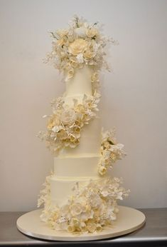 Sylvia Weinstock created a four foot tall carrot cake for Kelsey Grammer and Kayte Walsh. The buttercream cake had cascading sugar flowers down the side
