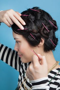 No Heat Hairstyles an entire month without a blow dryer, curling iron or straightener. Overnight curls, Heatless waves and No heat waves. No Heat Hairstyles, Curled Hairstyles, Vintage Hairstyles, Diy Hairstyles, Updo Hairstyle, Wedding Hairstyles, School Hairstyles, Damp Hair Styles, Medium Hair Styles