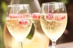 Op zoek naar een lekker recept voor alcoholvrije champagne? In dit artikel een heerlijk recept voor champagne zonder alcohol, ideaal voor de kids! - Minime.nl