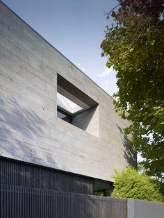 Seacombe Grove House in Melbourne by b e architecture - facade in bluestone cladding