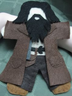 More photos of the dolls I made for the Prisoner of Azkaban Harry Potter Craft swap. (Part Rubeus Hagrid Remus Lupin . Harry Potter Halloween, Harry Potter Theme, Harry Potter Diy, Harry Potter Christmas Ornaments, Hogwarts Christmas, Christmas Decorations, Prisoner Of Azkaban, Felt Patterns, Felt Dolls