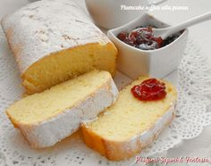 Il plumcake soffice alla panna profuma di buono; ogni assaggio è una delizia allo stato puro. Ottimo dalla colazione al fine pasto.