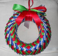 Ribbon wreath on door / Wianek na drzwi wstążka