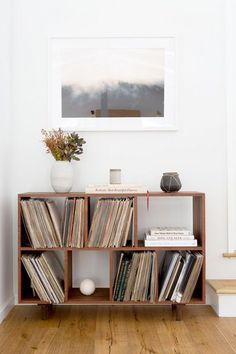 Vintage vinyl collection at Jenni Kayne president Julia Hunter& LA home. Vintage vinyl collection at Jenni Kayne president Julia Hunter& LA home. Source by lucaferdinand Retro Home Decor, Diy Home Decor, Hipster Home Decor, Living Room Decor, Living Spaces, Dining Room, Muebles Living, Diy Casa, Decoration Bedroom