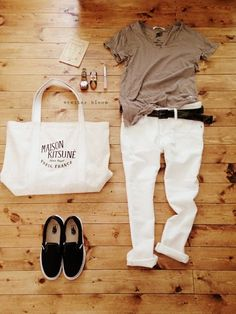 White Pants / T-shirt / Sneakers Casual Outfits, Girl Outfits, Summer Outfits, Fashion Outfits, Womens Fashion, Fashion Trends, Japan Fashion, Look Fashion, Daily Fashion