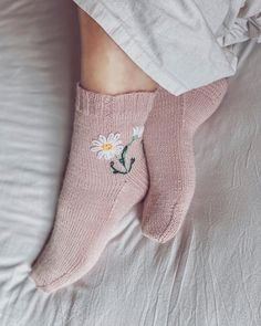 Hand Embroidery Videos, Wool Embroidery, Comfy Socks, Cute Socks, Hygge, Crochet For Boys, Boy Crochet, Fingerless Mittens, Cross Paintings