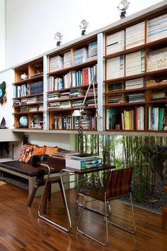 Lovely, lovely, lovely Brazilian architecture - shelves above window and seating. House of Architect Pedro Useche, Sao Paulo Decoration Inspiration, Interior Inspiration, Interior Architecture, Interior And Exterior, Windows Architecture, Installation Architecture, Modern Exterior, Bibliotheque Design, House Design Photos