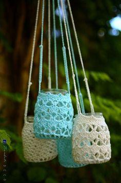 Picture only. The link is broken. Crochet Decoration, Crochet Home Decor, Crochet Crafts, Yarn Crafts, Crochet Projects, Crochet Stitches, Knit Crochet, Crochet Patterns, Crochet Jar Covers