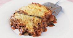 Μελιτζάνες με σάλτσα ντομάτας και τυριά