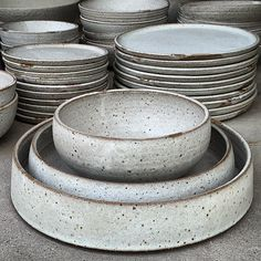 It still surprises me that this starts as mud in a bag. what wonderful stuff clay is! Ceramic Tableware, Ceramic Bowls, Stoneware, Kitchenware, Pottery Bowls, Ceramic Pottery, Pottery Art, Ceramic Cafe, Ceramic Glaze Recipes