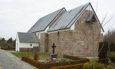 Den kanoniske  Hover Kirke ved Ringkøbing er optaget i Den danske Kulturkanon. Kirken er fra 1100-tallet og en Danmarks ældste stenkirker.