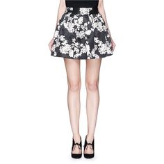 Alice + Olivia 'Fizer' floral print satin flare mini skirt (5.142.375 IDR) ❤ liked on Polyvore featuring skirts, mini skirts, black, short mini skirts, black flared mini skirt, black skirt, vintage skirts and black floral skirt
