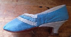 Sky blue, figured silk shoe, c.1790s with white leather heel. Maker unknown. Private Collection.